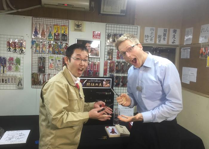 """中京テレビ""""キャッチ""""にて、おみやげグランプリ2016のグランプリ品「日本刀はさみ」が取り上げられました。"""